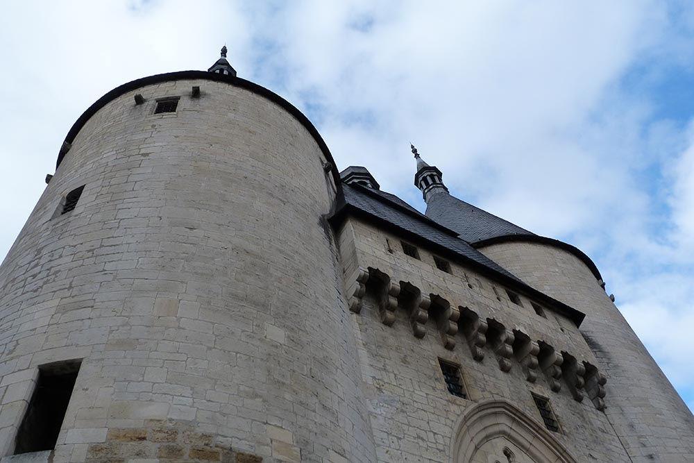 Pénétrez dans l'enceinte de la Ville Vieille par la porte de la Craffe, érigée au XIVe siècle (C'est la plus ancienne de la vile). A la base, il ne s'agissait que d'une tour carrée, mais les deux tours ont été ajoutées au XVe siècle...