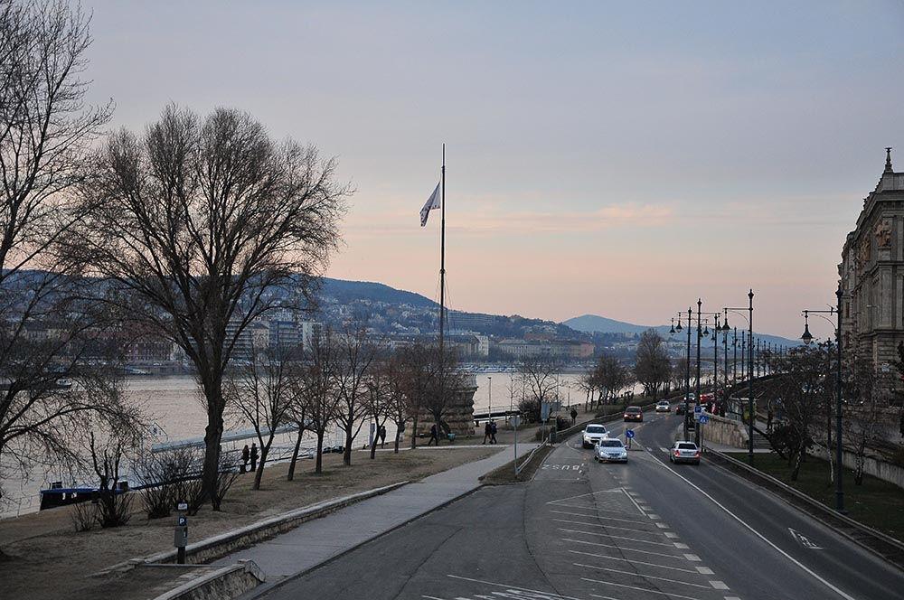 rives du Danube à Budapest crépuscule