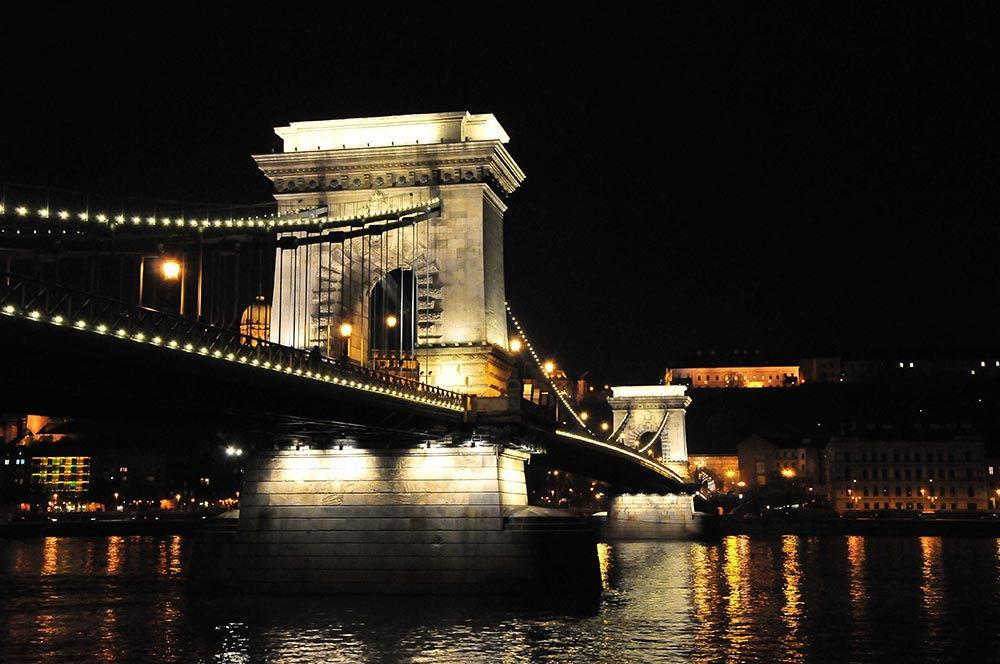 pont des chaînes budapest vu de nuit