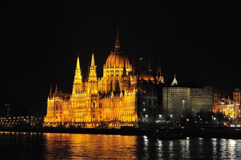 vue depuis le pont des Chaînes (parlement de Budapest)
