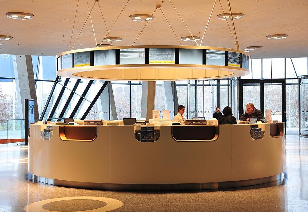 L'immense hall du musée , au design élégant et futuriste, s'inscrit dans cette continuité...