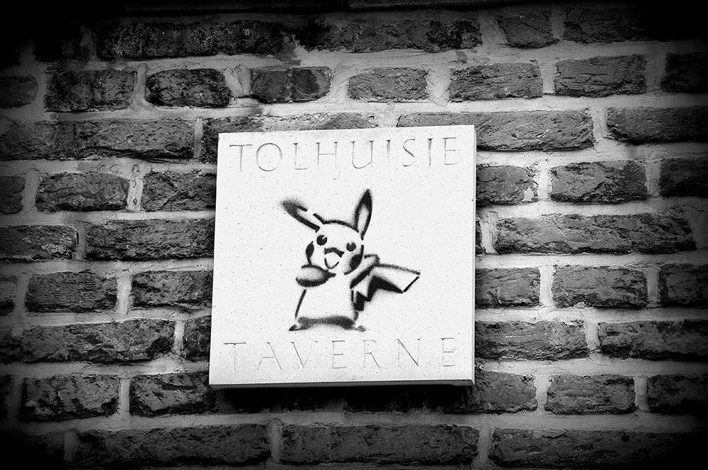Pikachu Gand, street art