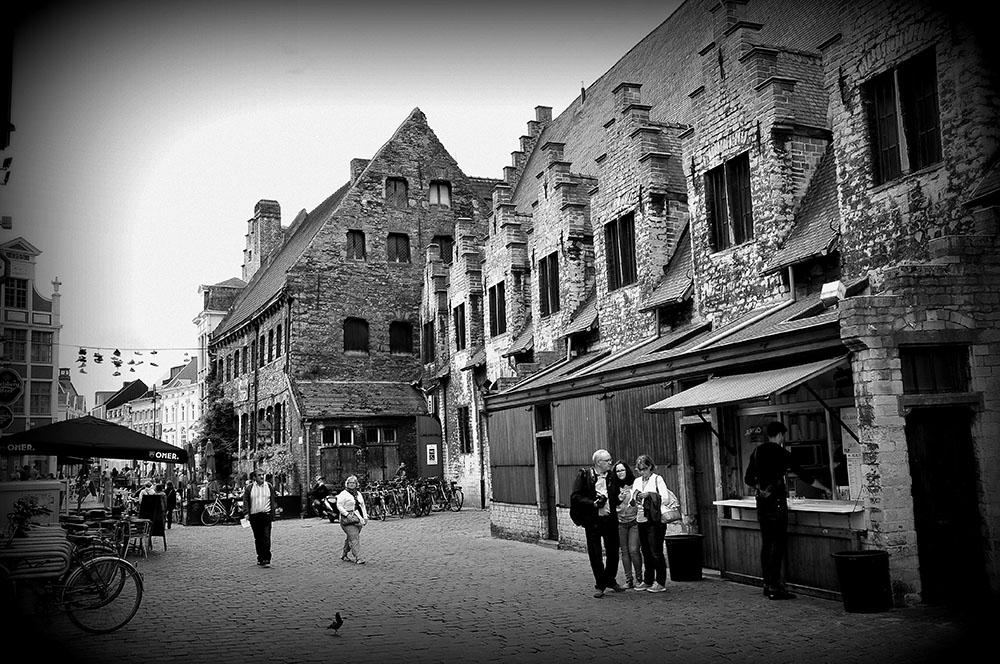 Les halles de la Grande Boucherie étaient autrefois des marchés couvertes où la vente de viande avait été centralisée.Aujourd'hui, vous pourrez y déjeuner ou y acheter des produits du terroir...