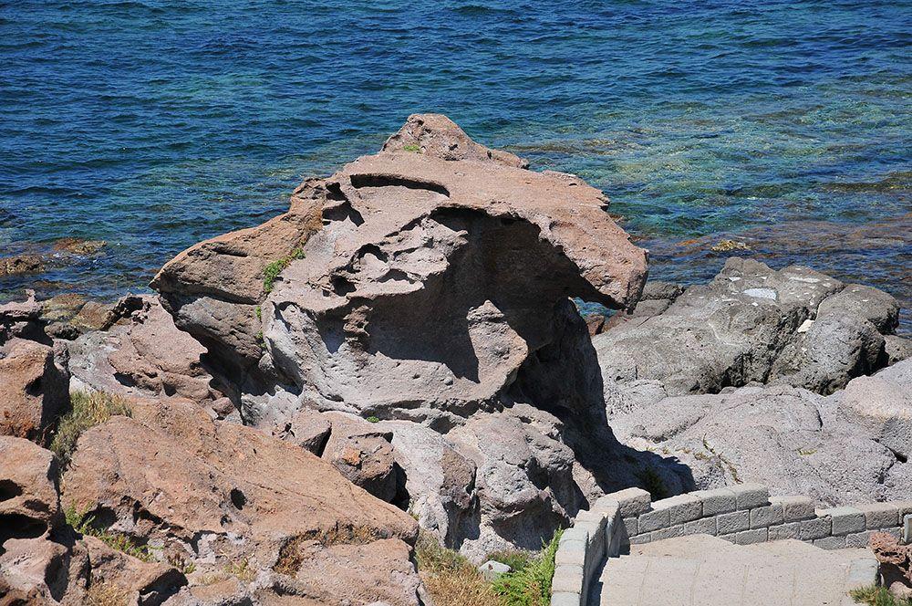 Ce rocher me faisait penser à un dinosaure (le soleil tapait fort, dirons-nous!)