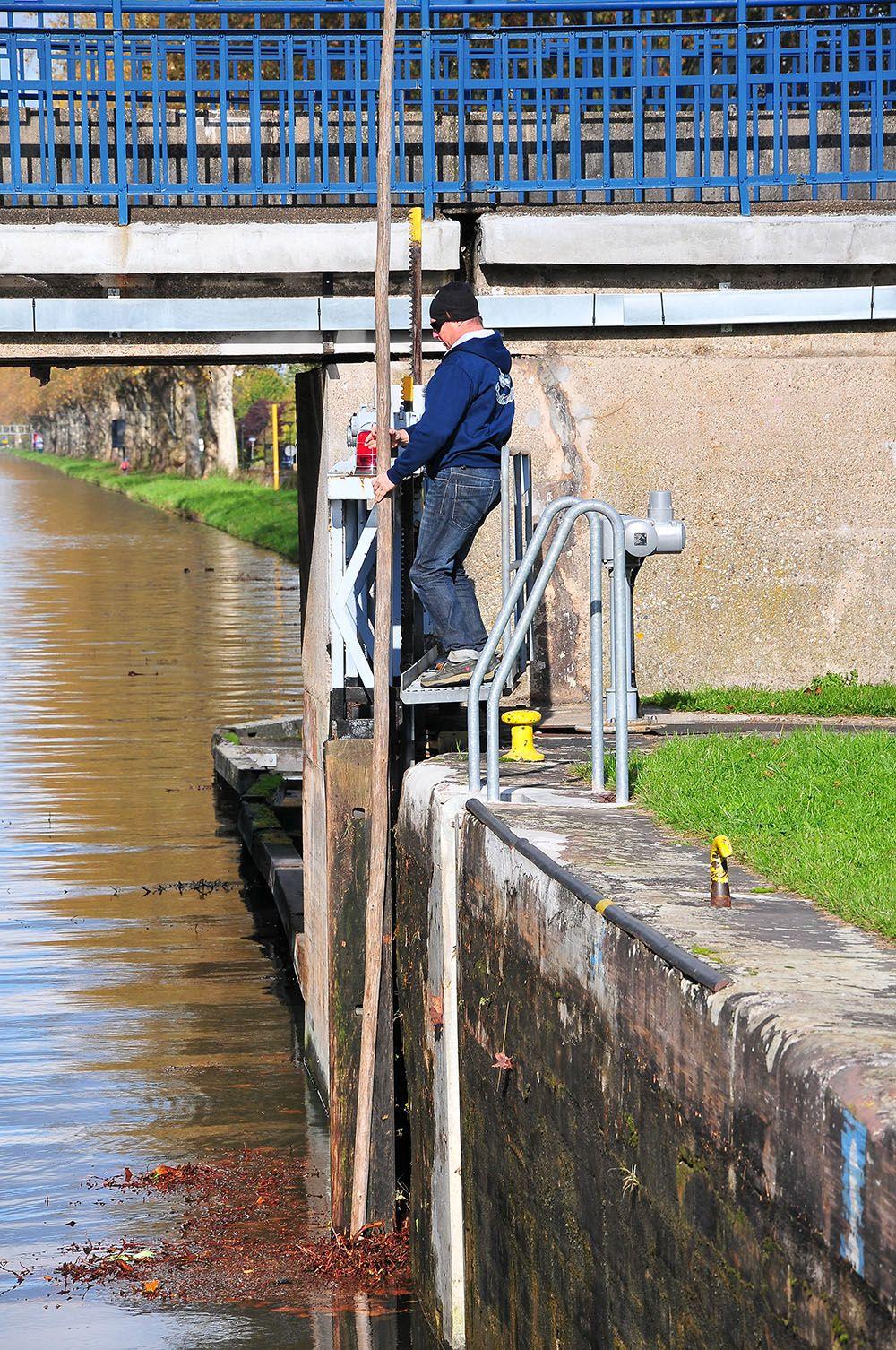 conduire bateau croisière fluviale, écluse