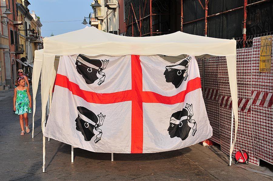 Le drapeau sarde, assez similaire à celui de la Corse, non?
