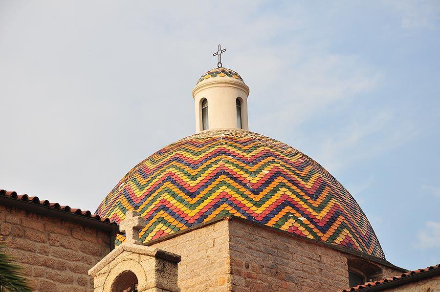 Le dôme de l'église Saint-Paul, recouvert de faïences.