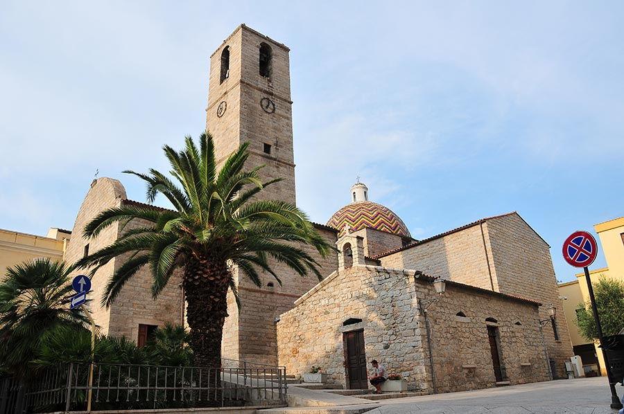 L'église Saint-Paul, en granit...