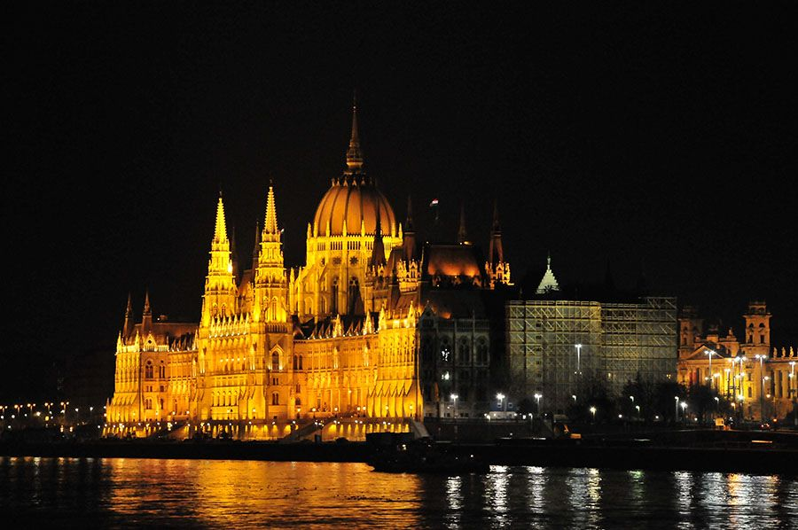 Danube, tombée de la nuit, Budapest