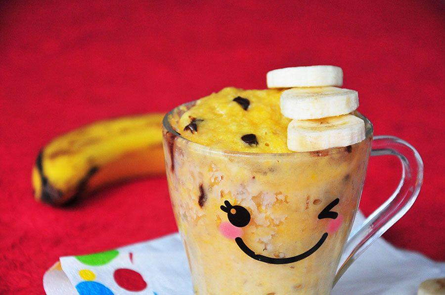 Mug cake gourmand à la banane et aux pépites de chocolat