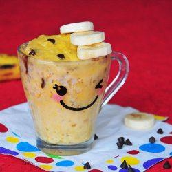 Mugcake gourmand à la banane et aux pépites de chocolat