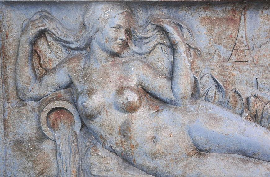 Bas-relief, pont de Saint-Quentin