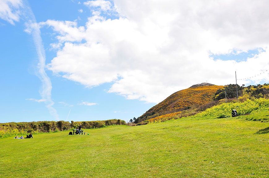 falaises de bray en irlande près de dublin