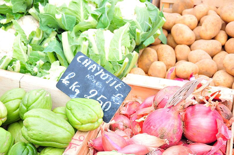 promenade sur les stands du marché d'Arles avec jean luc rabanel