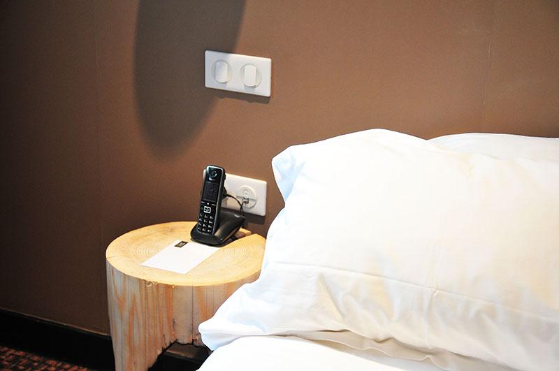 nuit à l'hôtel jules césar à arles, chambre