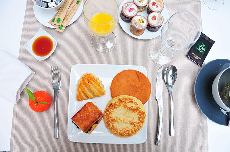nuit à l'hôtel jules césar à arles, petit-déjeuner