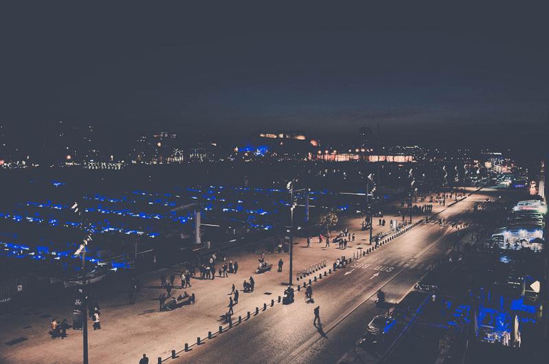 ue sur le vieux port de nuit, marseille