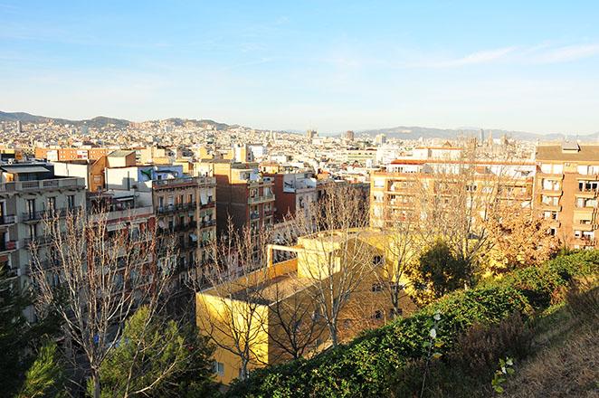 panorama et coucher de soleil à barcelone vus depuis la colline de montjuicpanorama et coucher de soleil à barcelone vus depuis la colline de montjuic