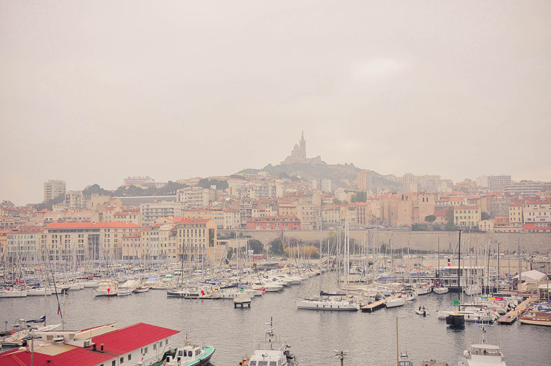 rues de marseille, vue sur le vieux port