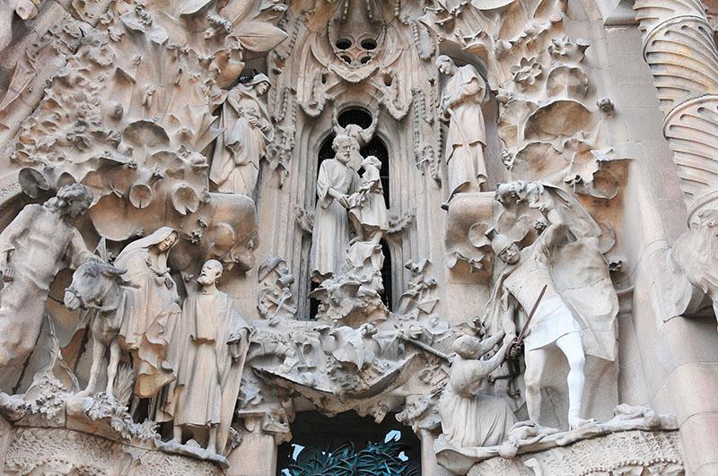 visite de la sagrada familia à barcelone , façade de la nativité