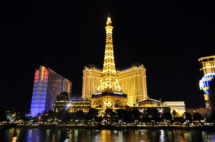 Tour-Eiffel-Las-Vegas