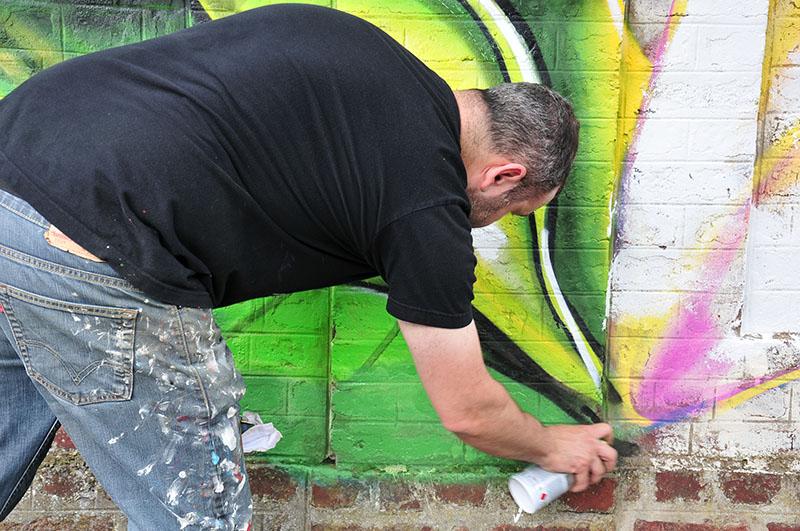 """karim berrehilli, rue du tour-y-val, saint-quentin, festival street-art """"ceci n'est pas un tag 2"""""""