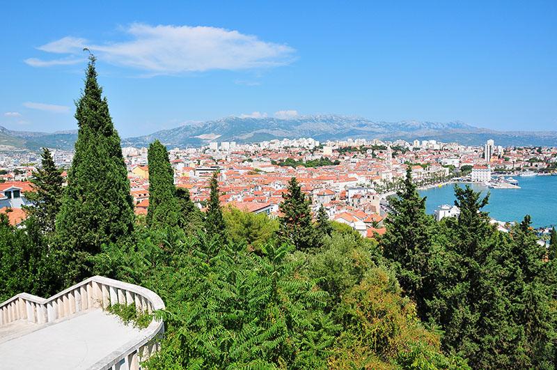 vue sur la ville depuis la colline de marjan