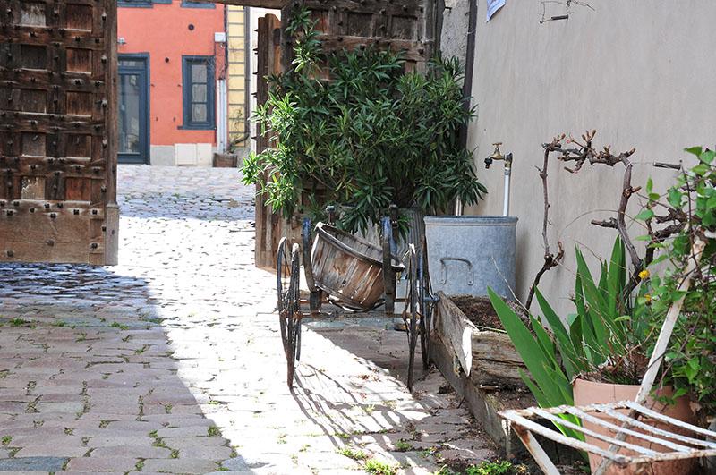 saint-haon-le-châtel, village de caractère dans le roannais, porte de l'horloge