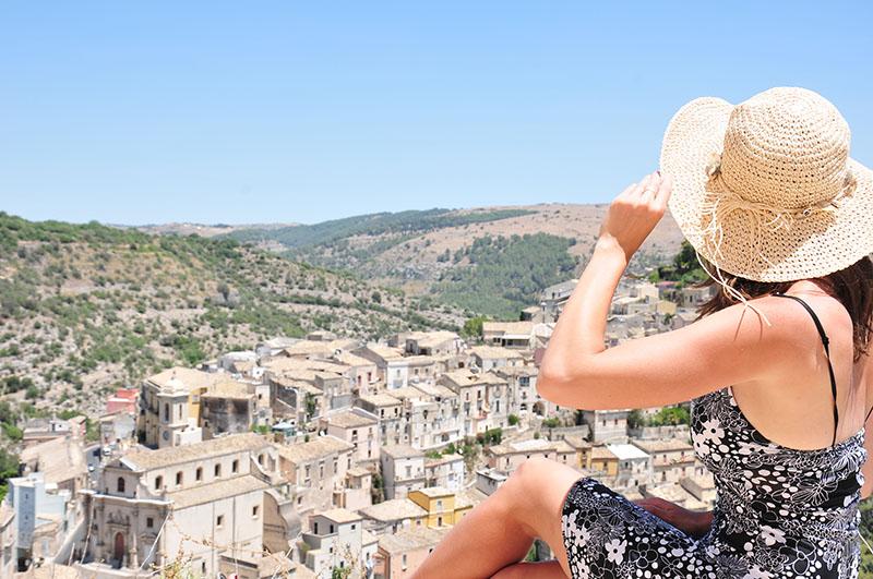 itinéraire d'un road-trip en sicile, vue sur la vieille ville de raguse