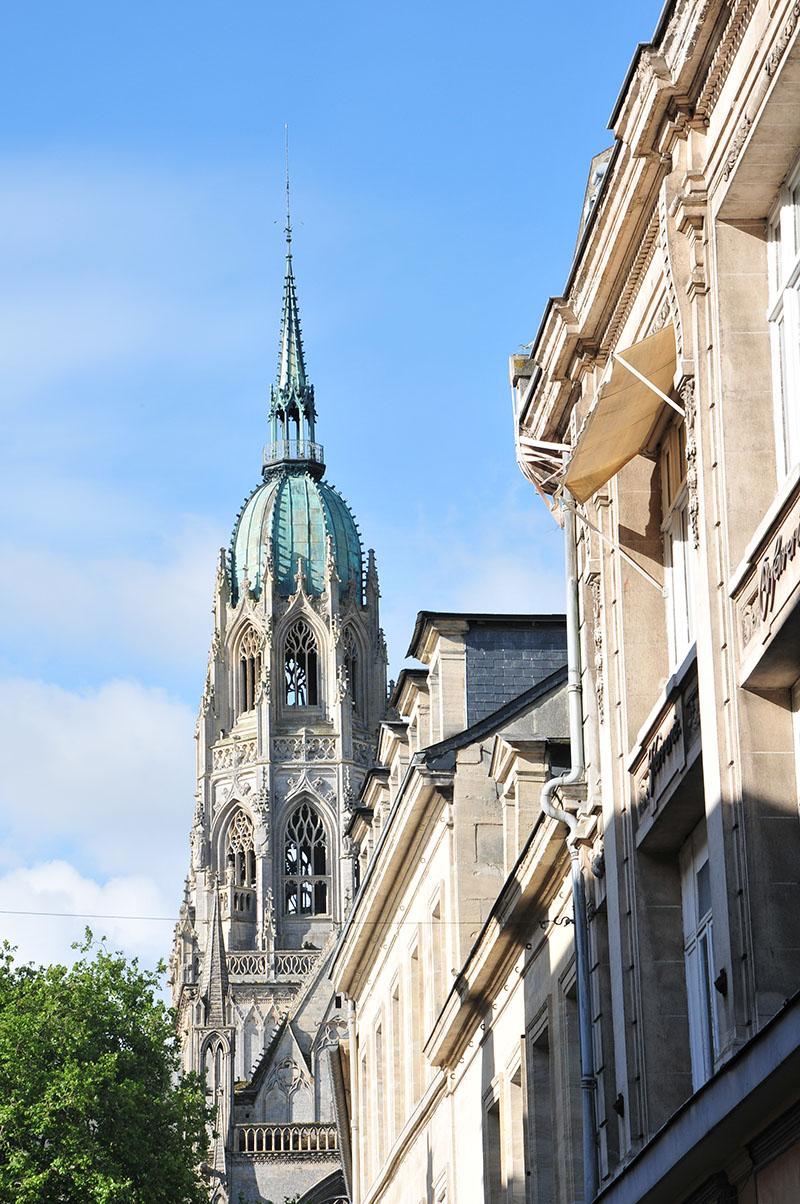 ruelles de bayeux, visite guidée, vue sur la cathédrale
