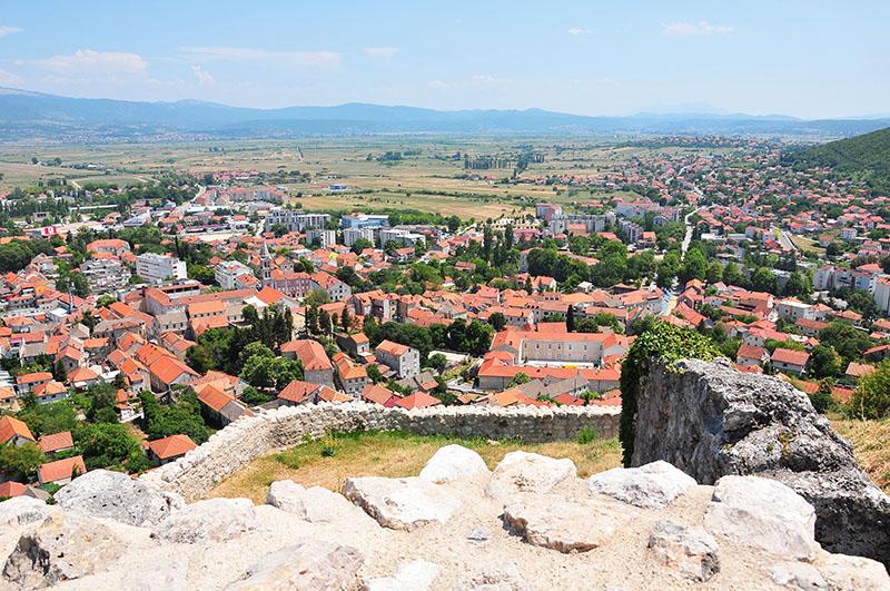 panorama depuis la forteresse Kamicak, sinj, croatiepanorama depuis la forteresse Kamicak, sinj, croatie