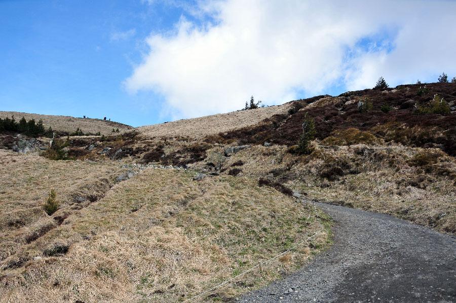 randonnee puy de dôme, à deux pas de clermont-ferrand, auvergne, volcans