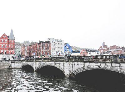 rues de Cork et déjeuner au Woodford Bourne&co