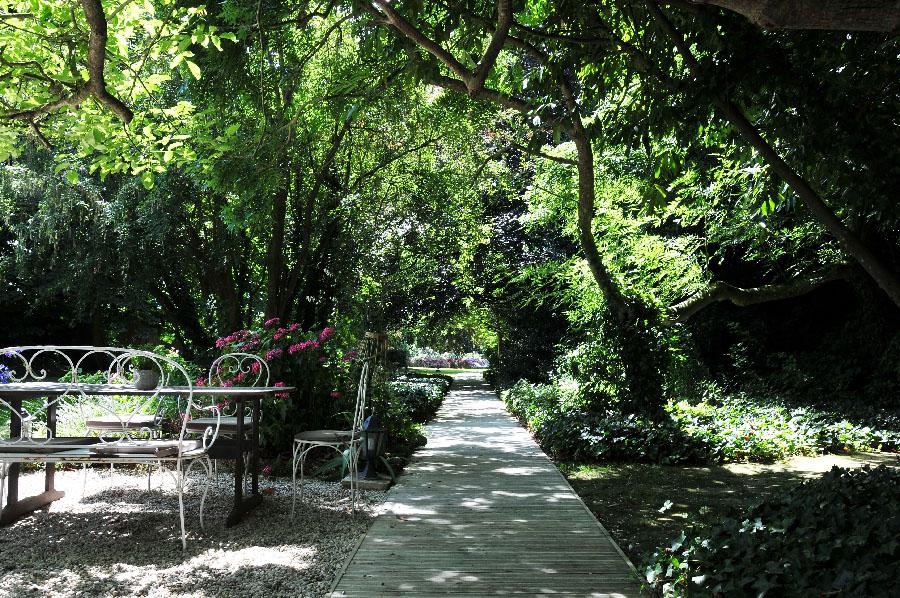 déjeuner au restaurant le petit jardin, en plein coeur du château de la chenevière