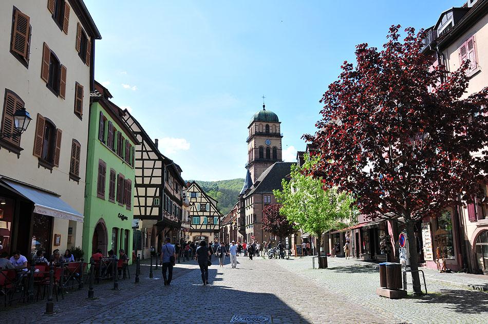 week-end en alsace et étape à kaysersberg , sur la route des vins, nominé parmi les villages préférés des français