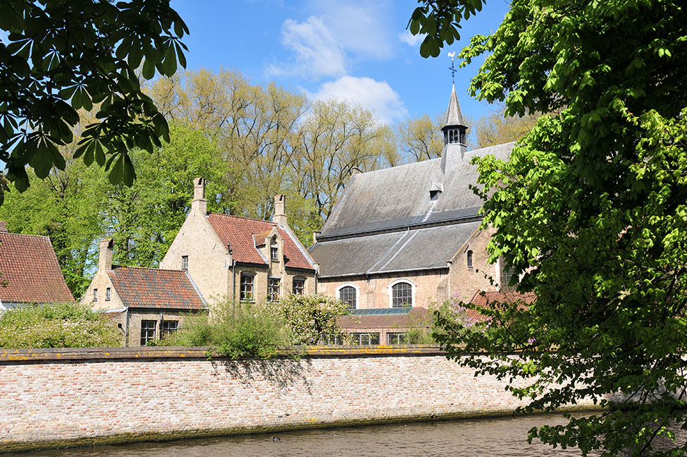 béguinage, bruges, minnewater lake