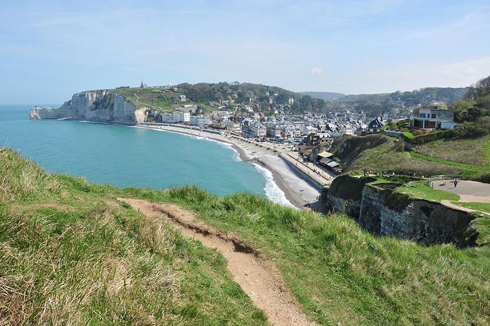 mini road-trip sur les côtes en normandie: vue sur etretat