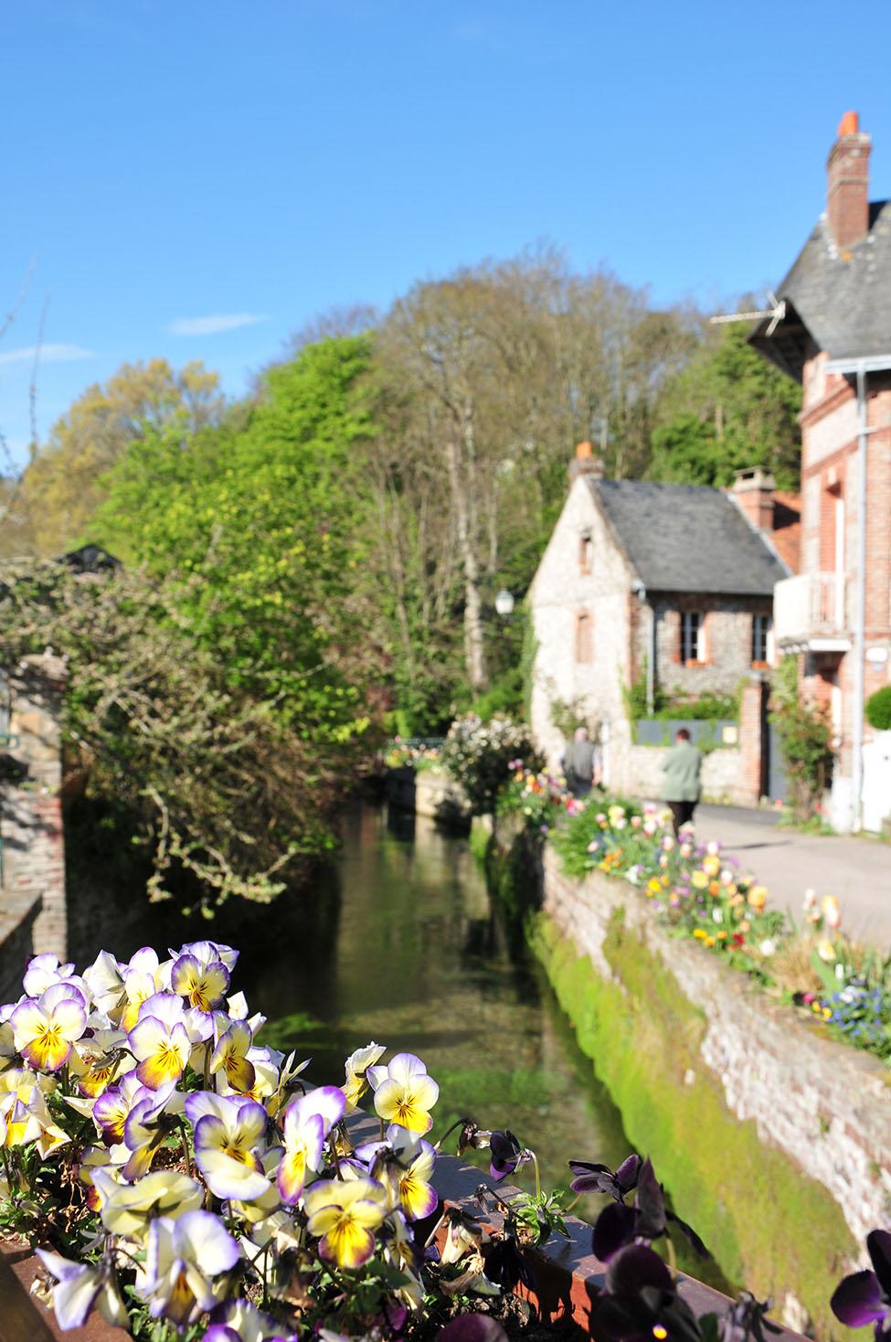 normandie: mini road-trip sur les côtes normandes: veules-les-roses