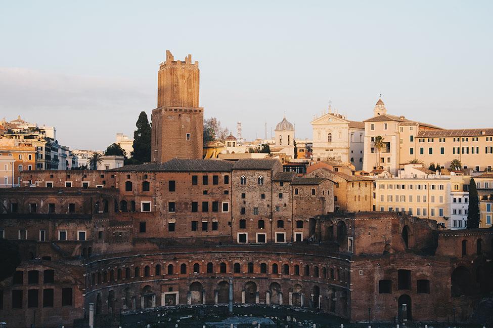 coucher de soleil depuis le vittoriano, forum de trajan, rome