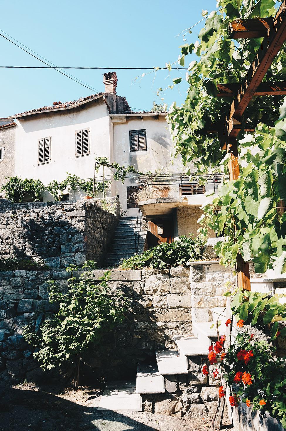 village de stanjel, vallée de la vipava, road-trip en slovénie