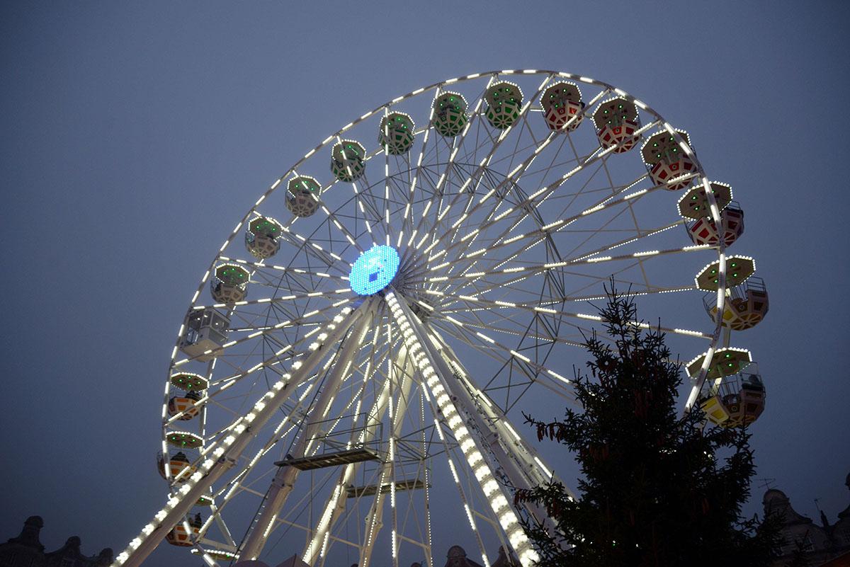 visiter le marché de Noël d'Arras, Pas-de-Calais, Hauts de France, grande roue