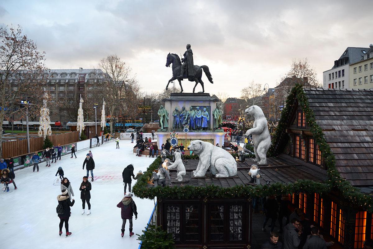 marchés de Noël de Cologne, stands, heumarkt, patinoire