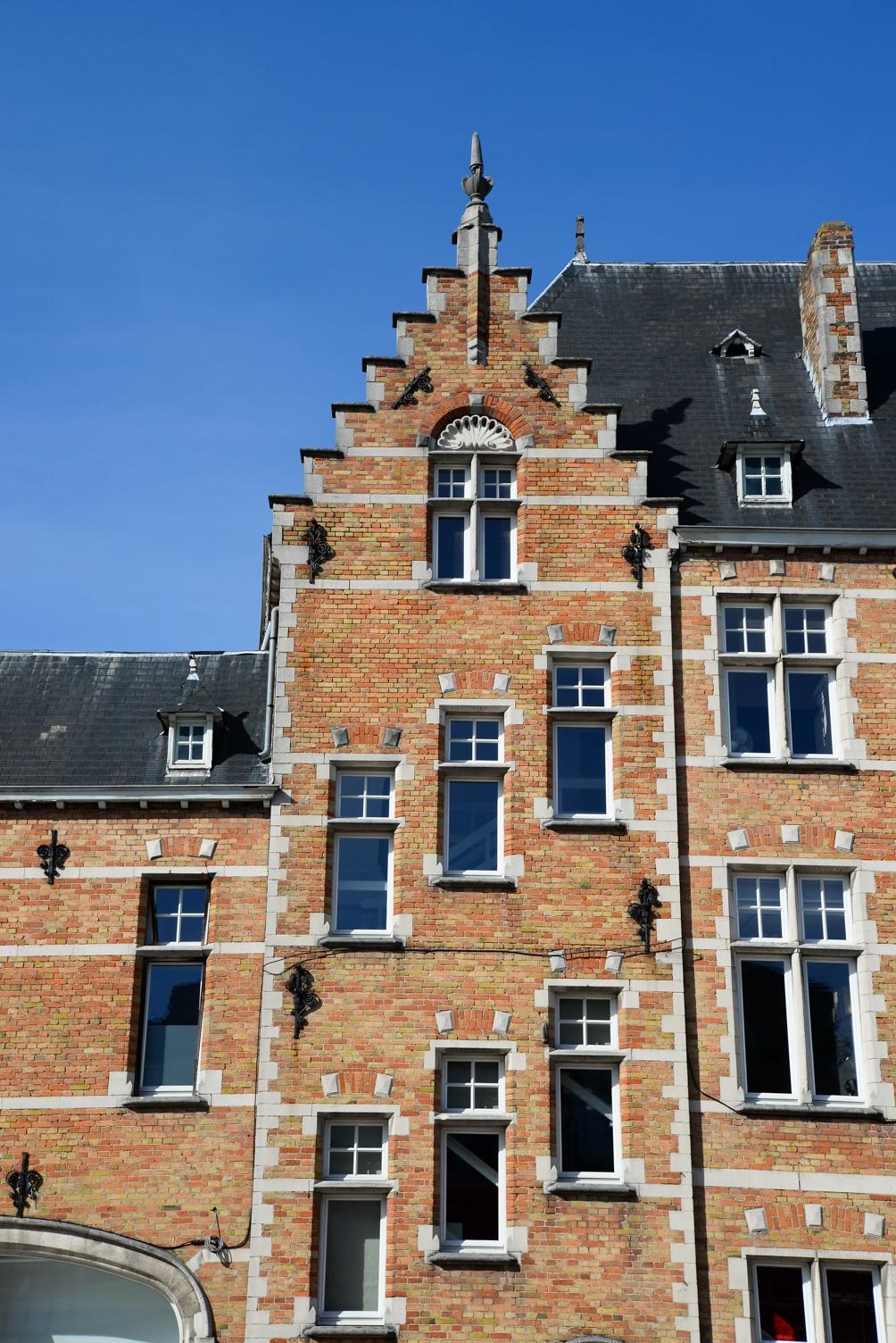 facades flamandes, courtrai, belgique