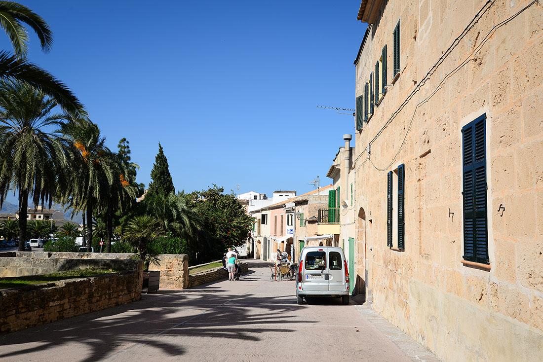 visite du village d'Alcudia , nord de majorque