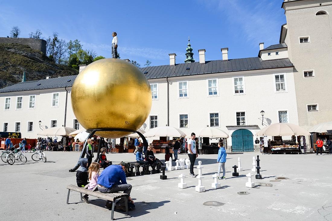 sphère dorée, kapitelplatz, salzbourg
