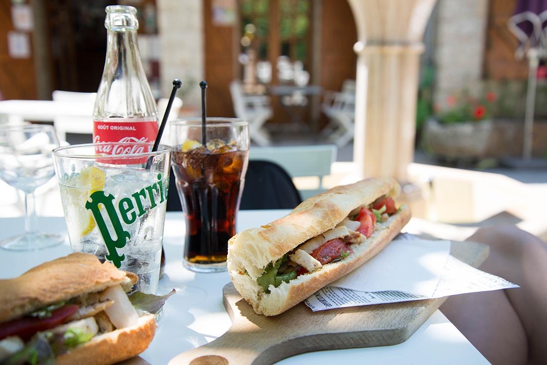 A La Malène : Snack Bar Salon de Thé – La Fontaine