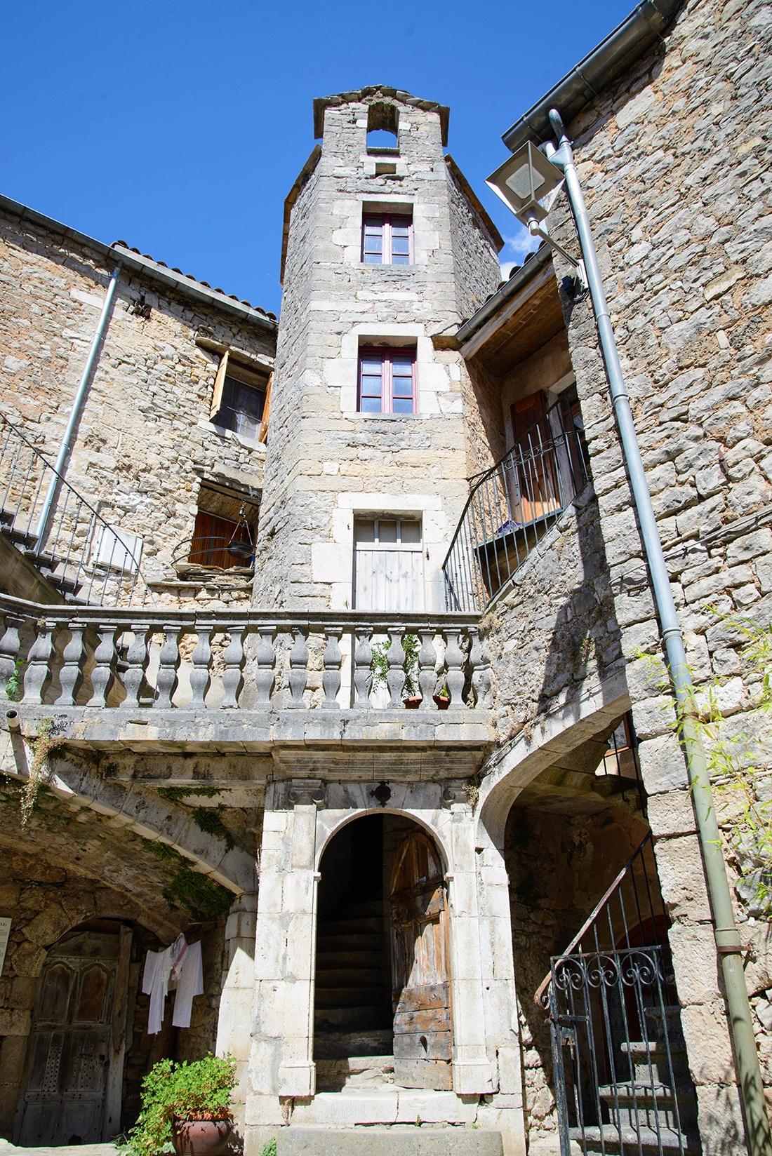 Visite de Sainte-Eulalie de Cernon, larzac