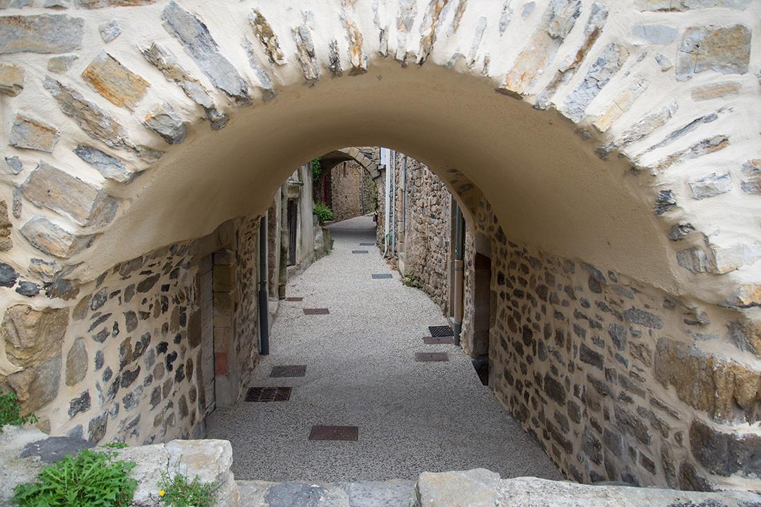 Flâner dans le village de Coux, ardèche
