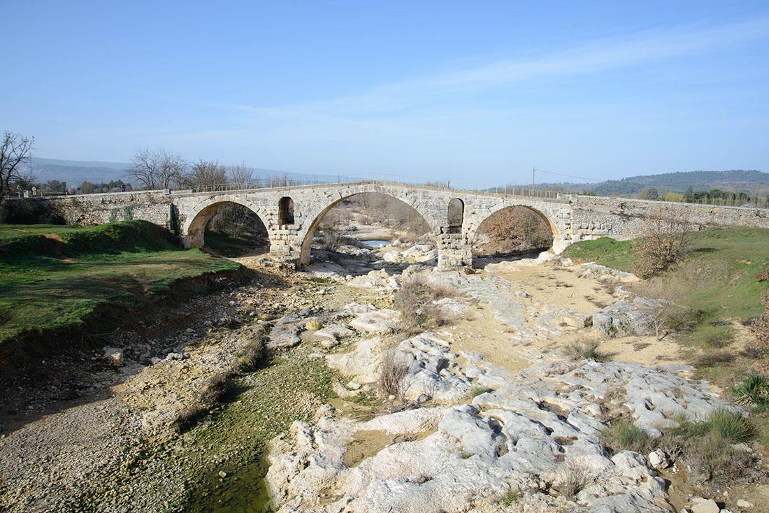 Pont Julien, Bonnieux, Luberon