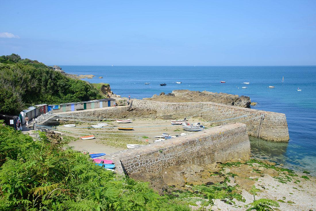 plus petit port de France: Port-Racine (autour de Cherbourg – Cap de la Hague)